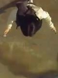 户外猎奇-迷幻跳绳?一个让人头晕的视频